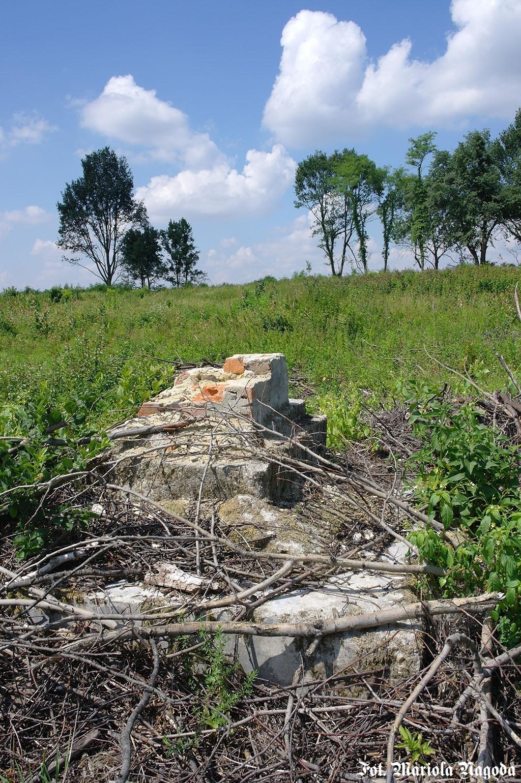 2_Klucznik- pozostałość pomnika 2