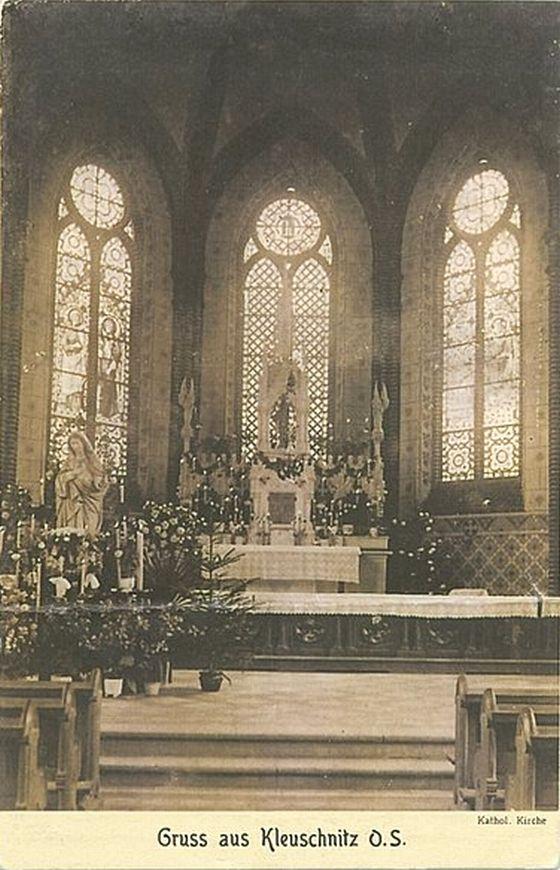 Klucznik 1900-30 wnętrze kościoła katolickiego