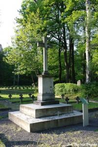 25_Łambinowice- pomnik pośw. Żołnierozm Francuskim na cm.jenieckim 1