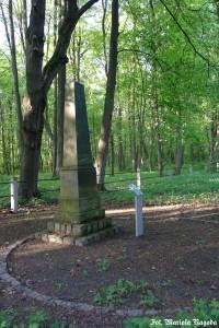 27_Łambinowice- pomnik Jeńców Brytyjskich na cm.jenieckim 1