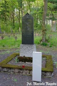 IS_Łambinowice- pomnik Jeńców Włoskich cm.jeniecki