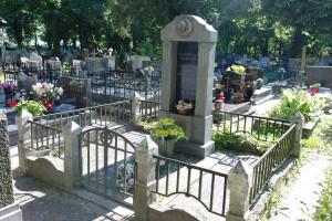 Nowa Wieś Królew.- na cmentarzu 7