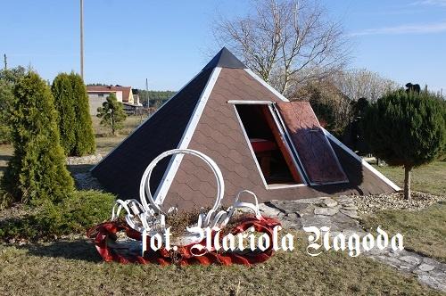IS_119. Piramida Elżbiety i Piotra Przybylskich-Dąbrówka Łubniańska 2
