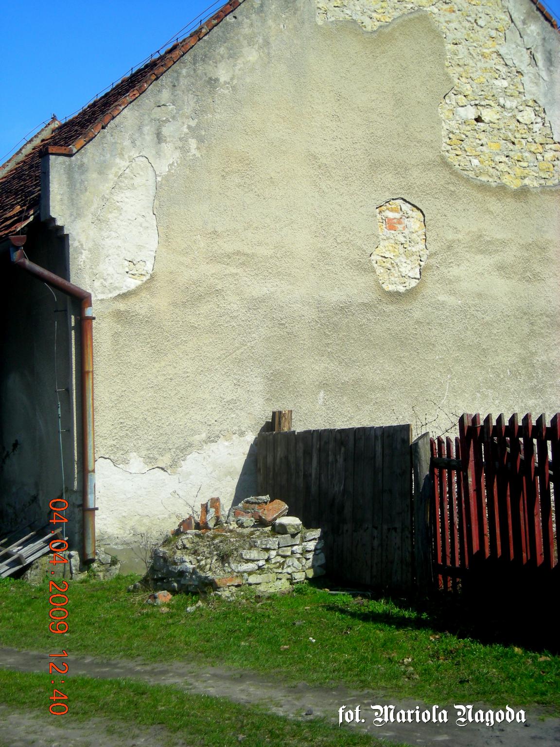 Otmice- kolo leśniczówki, gdzie pierwotnie stała kapliczka słupowa (teraz stoi koło szkoły). Prawdopodobnie w tym miejscu znajduje się cmentarz tatarski
