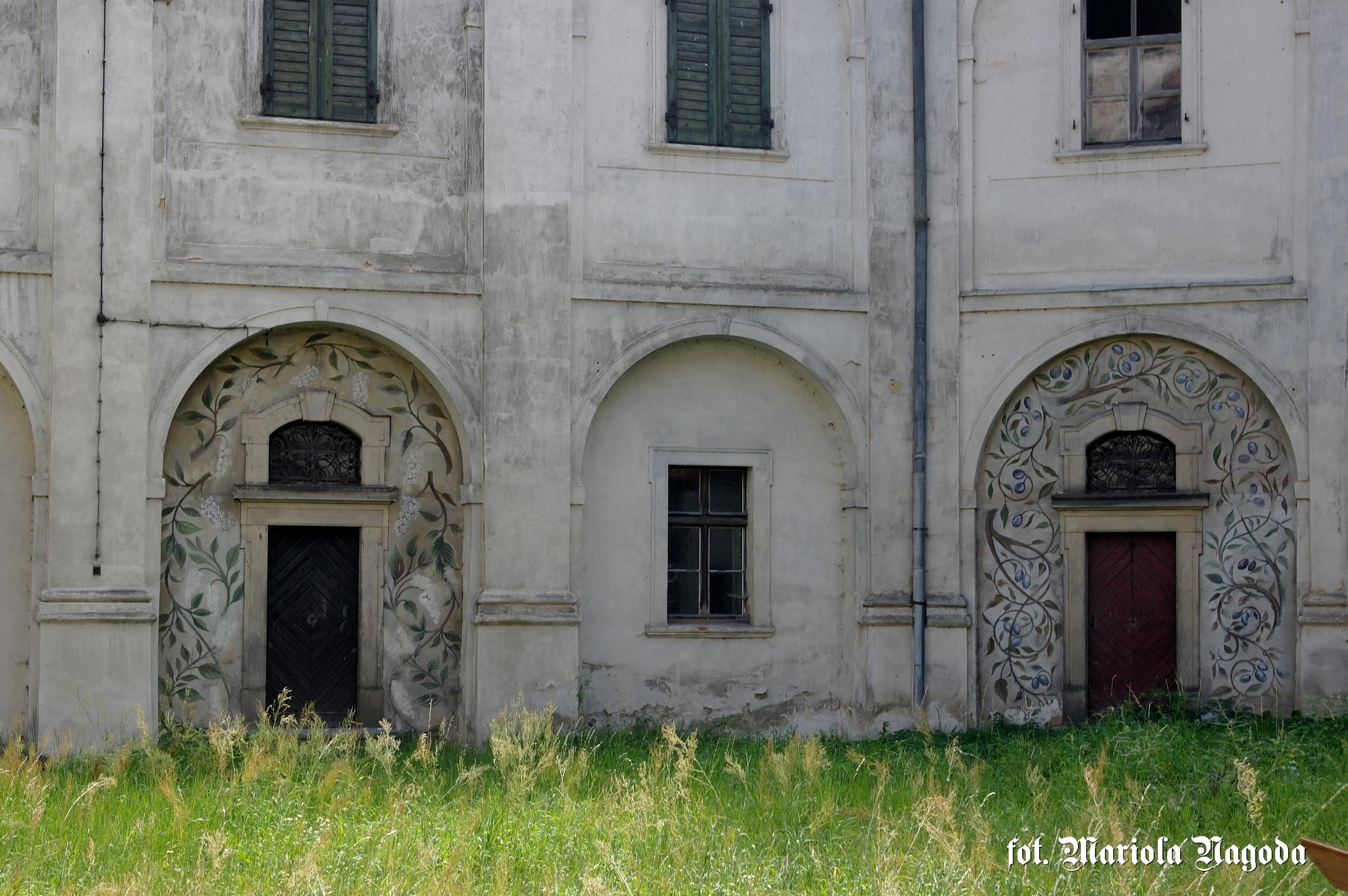 Skrzydło południowe zamku- pozostałość dekoracji do filmu J. Kolskiego Jaśminum