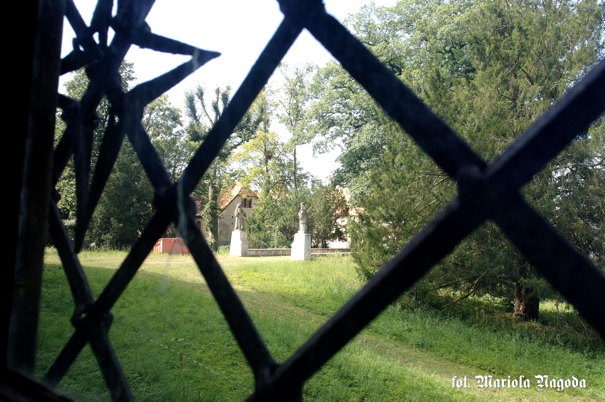 Widok na most zamkowy i figury
