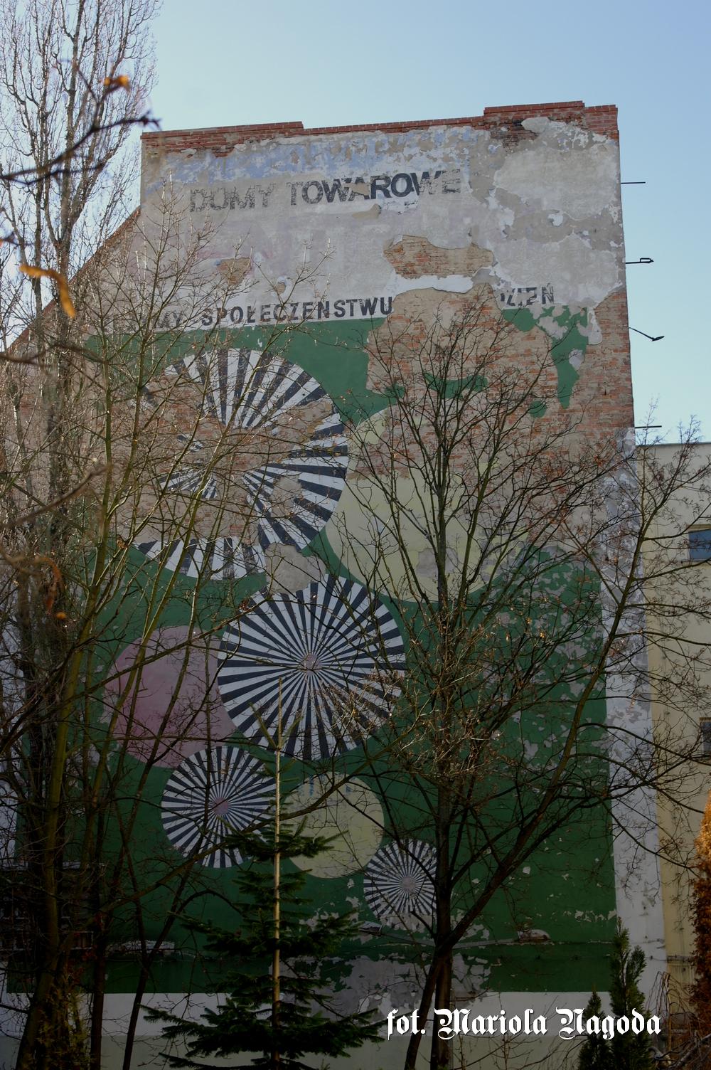 Opole PDT stary napis Państwowe Domy Towarowe - Służymy społeczeństwu na co dzień