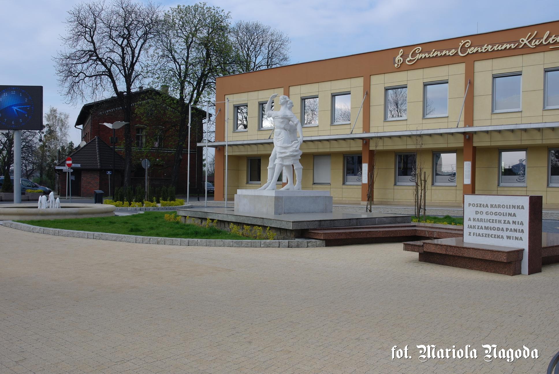 Gogolin- pomnik Karolinki i Karliczka 2