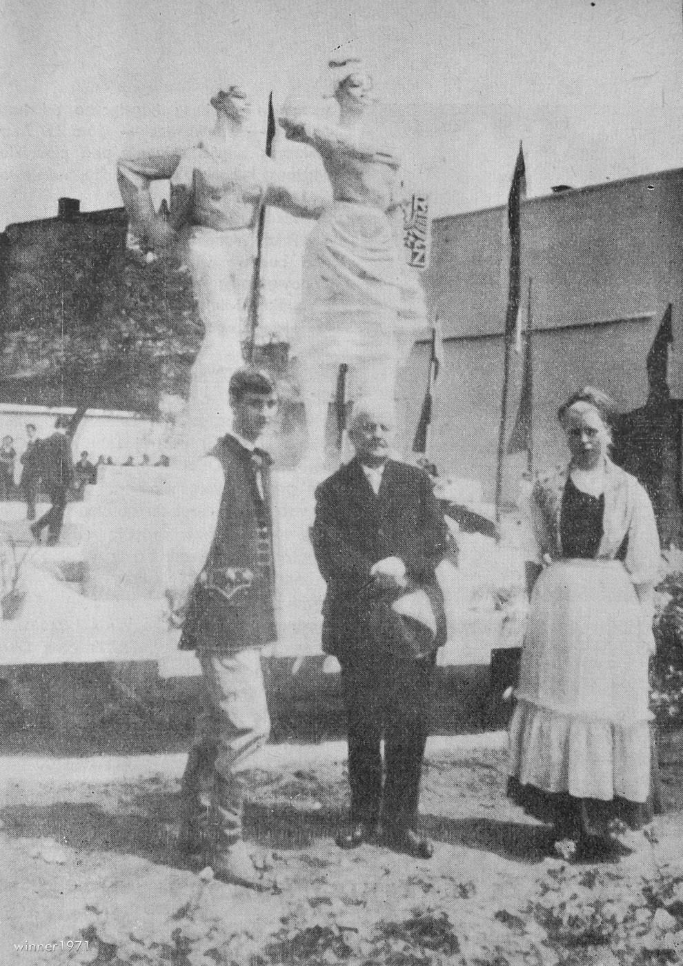 Odsłonięcie pomnika Karolinki i Karlika 28.05.1967 Szymon Koszyk inicjator budowy pomnika